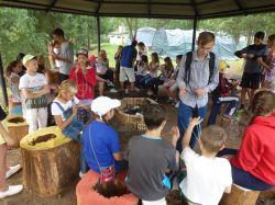 Beim_Sportcamp_New_Generation_in_Perm__Einweisung_in_das_Fadenspiel